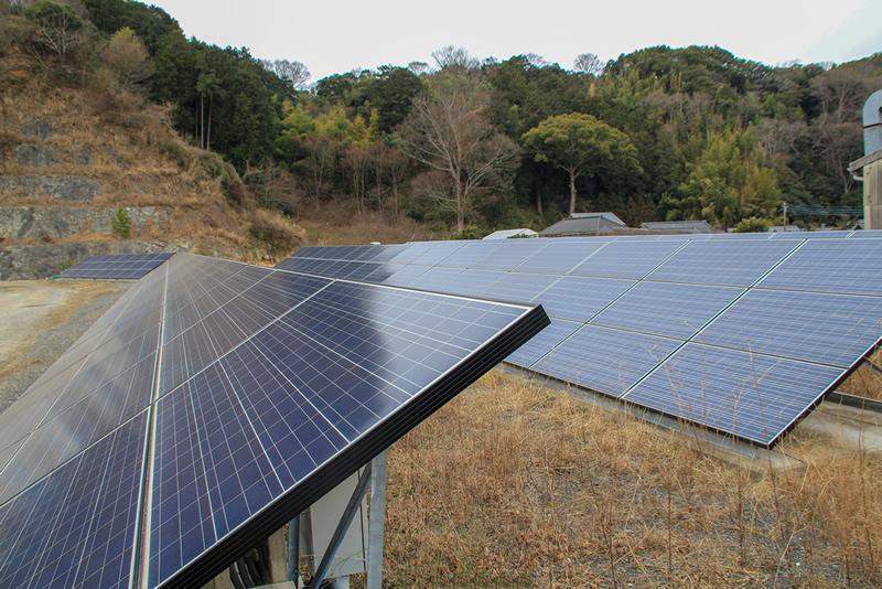 敷地内ソーラーパネル
